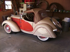 1938 American Bantam roadster for sale with early removable fender skirts, rear tire and deluxe taillight brackets.